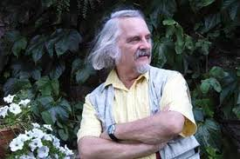 Michel Host.png